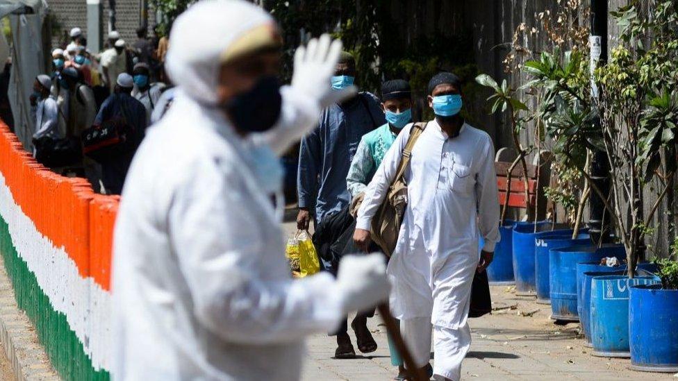 專家們擔心,印度陽性病例的實際數目可能高得多。因為印度的病毒檢測率是世界上最低的的國家之一。