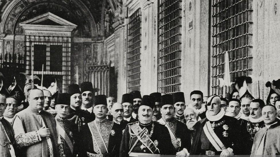 الملك فؤاد خلال زيارته لإيطاليا عام 1927