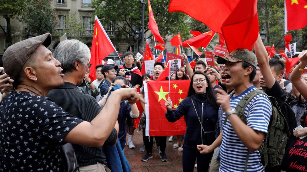 pro-HK democracy and pro-china protesters in paris