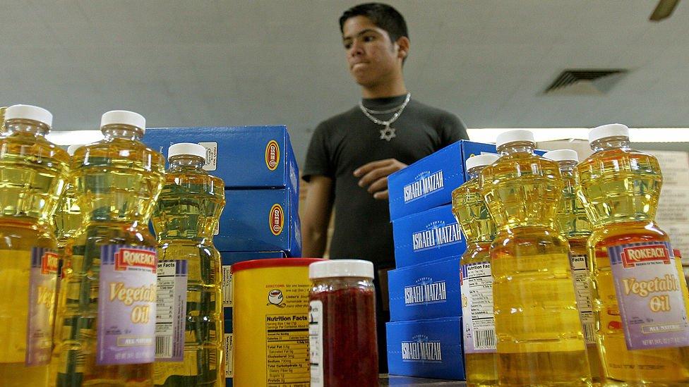 Judíos cubanos con cargamento de alimentos.