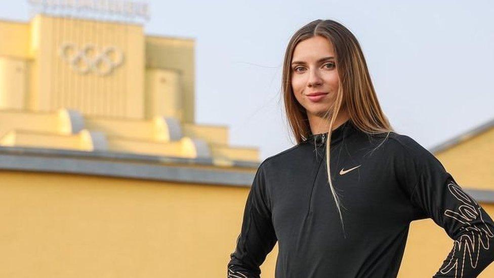 Кристина Тимановская: белорусскую легкоатлетку, критиковавшую чиновников, насильно вывозят с Олимпиады в Токио в Минск