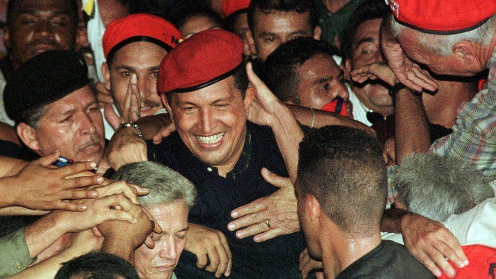 Chávez tras la victoria en 1998.