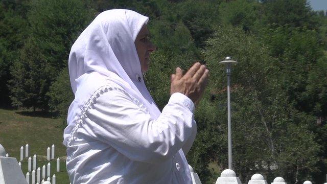 Hatidza Mehmedovic praying in the cemetery