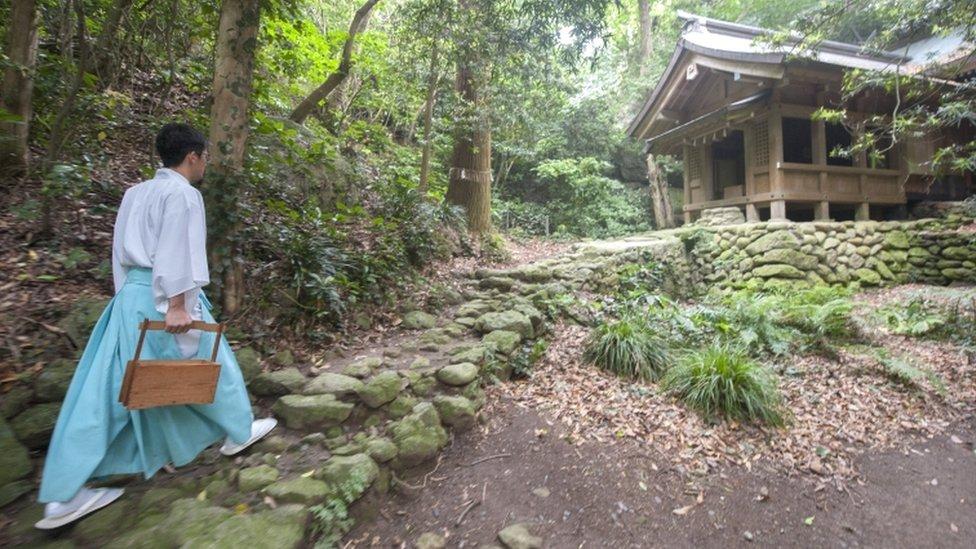 pulau okinoshima yang terlarang untuk perempuan jadi