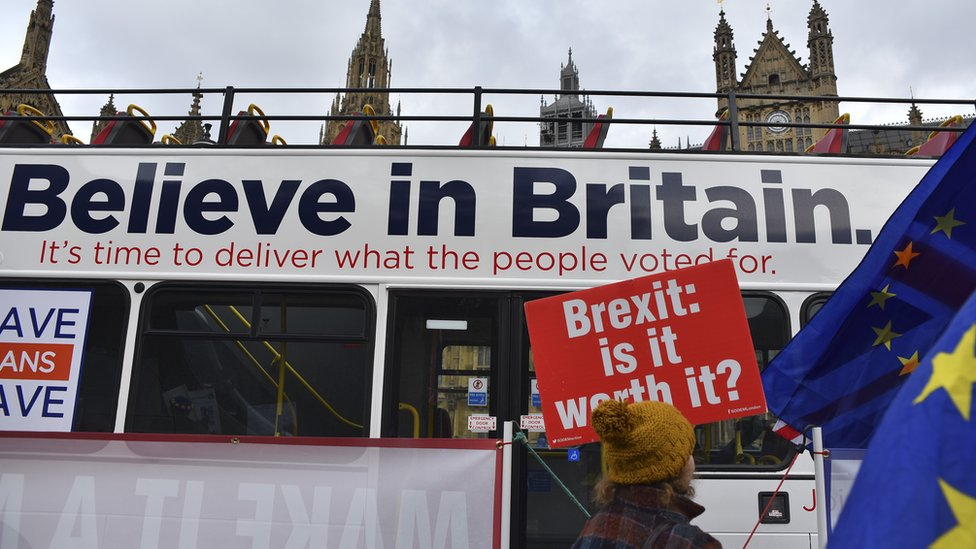 Pro and anti-Brexit campaigners