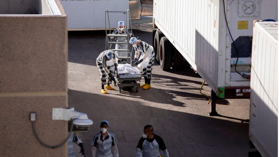 Presidiários ajudam a mover corpos de pacientes da covid-19 em El Paso