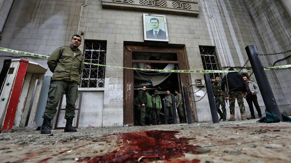 Syrian security forces cordon off the area around the Palace of Justice in central Damascus (15 March 2017)