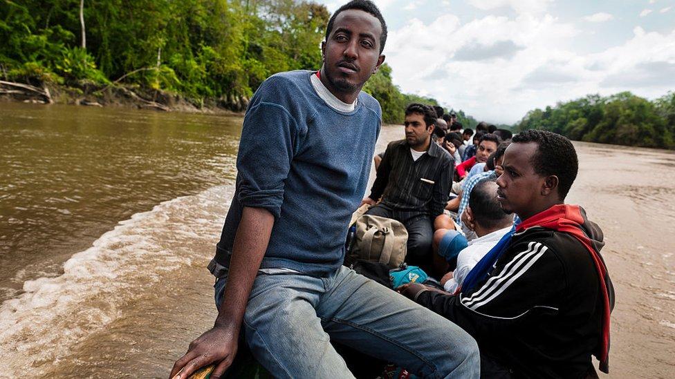 Migrantes nepalíes y de Eritrea a su paso por Panamá
