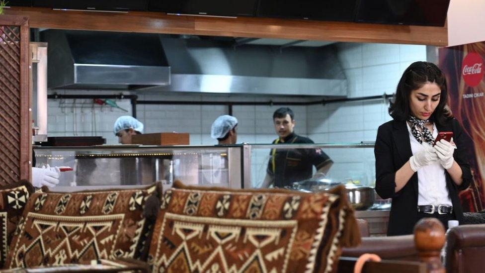 İstanbul'da Afganistanlıların işlettiği ve çalıştığı bir lokanta
