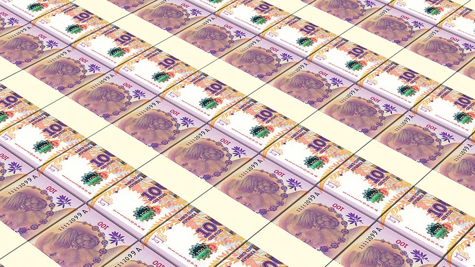 Impresión de billetes de 100 pesos argentinos