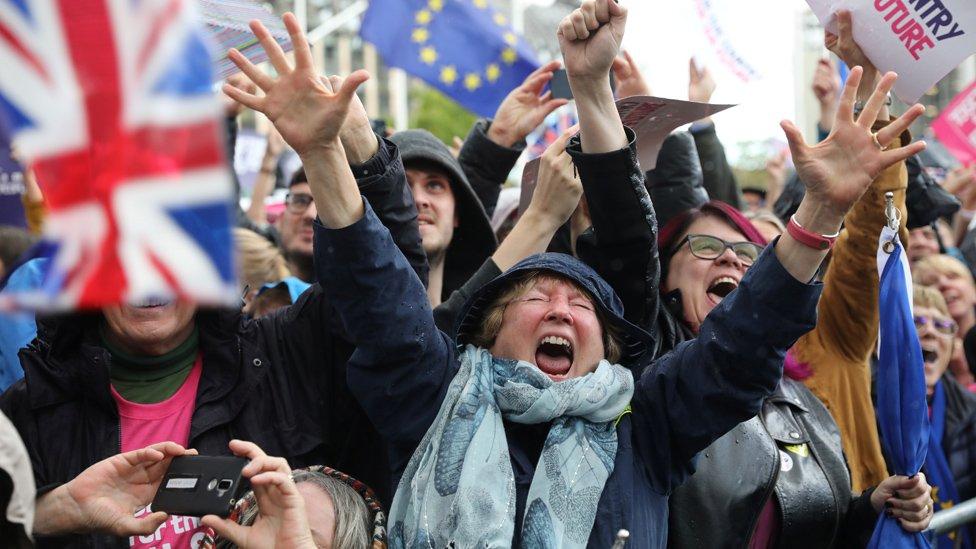 Брексит на волоске: Борис Джонсон проиграл бой парламенту, выиграет ли он сражение?