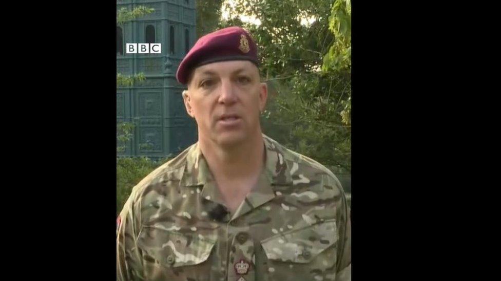 El teniente coronel Ben Caesar, cirujano del ejército británico,