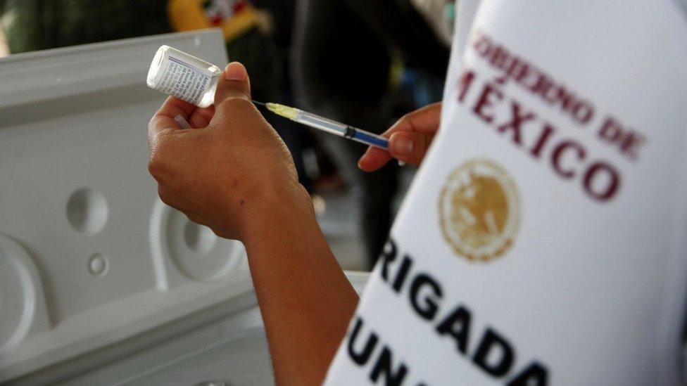 Vacuna de Oxford-AstraZeneca suministrada en México