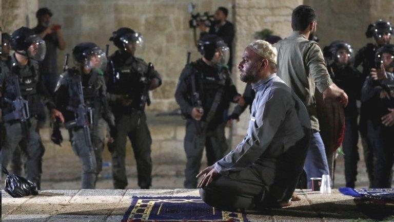 Столкновения палестинцев с полицией в Иерусалиме: не менее 169 пострадавших