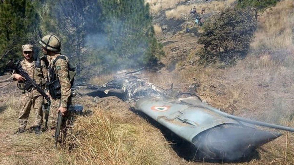 باكستان تؤكد إسقاط مقاتلتين هنديتين مباشرة بعد تصريحات إسلام آباد أن طائرات حربية تابعة لها ضربت أهدافا داخل الأراضي الهندية.
