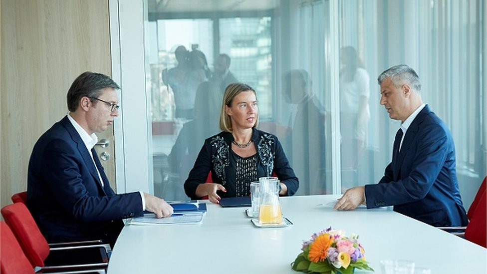 Vučić, Mogerini i Tači u Briselu