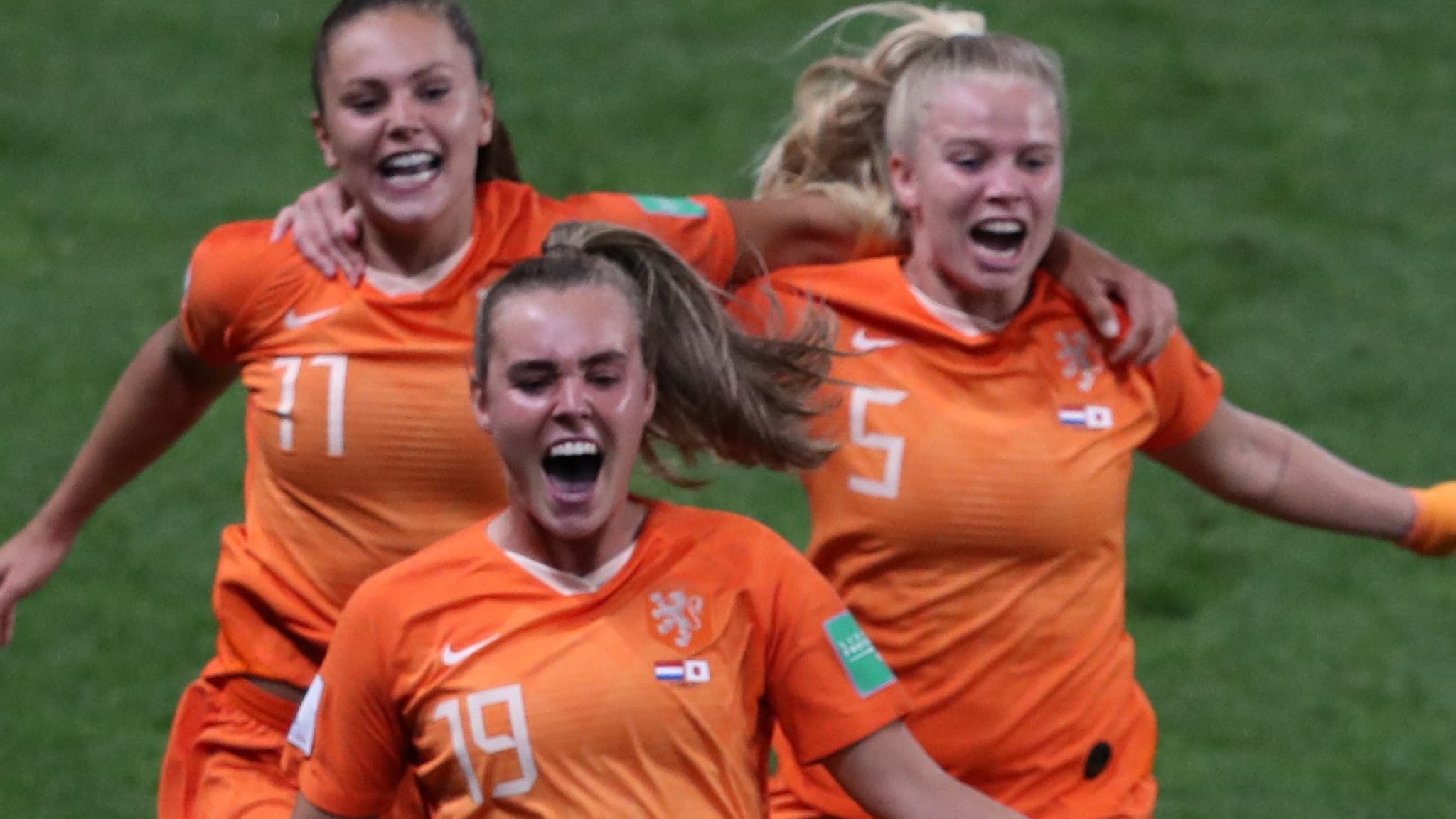 Martens' late penalty sends Dutch through to World Cup quarter-finals - highlights & report