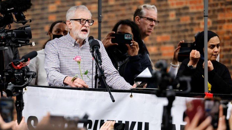 """""""زعيم حزب العمال السابق جيريمي كوربين أرهق الحزب بإرث مريع"""""""