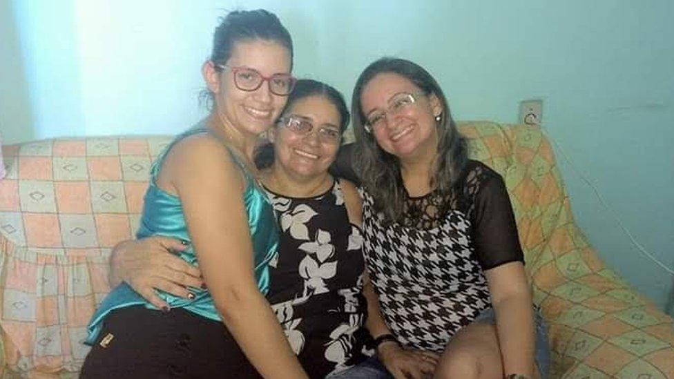 Francisca com duas filhas