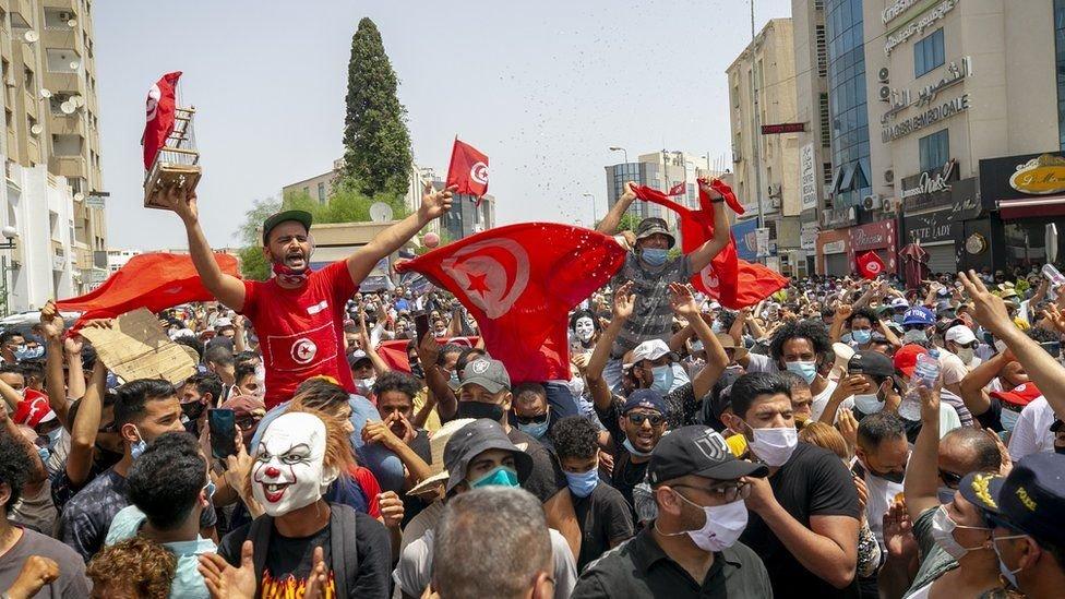 Protestantes en Túnez contra el Gobierno por el manejo de la pandemia por Covid-19 julio de 2021