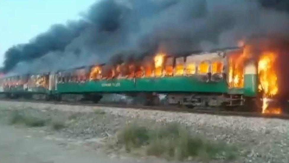 Згоріли живцем: як пасажири готували сніданок та підпалили потяг