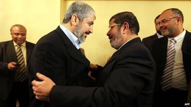 हमास के नेता खालिद मशाल, मोहम्मद मोर्सी