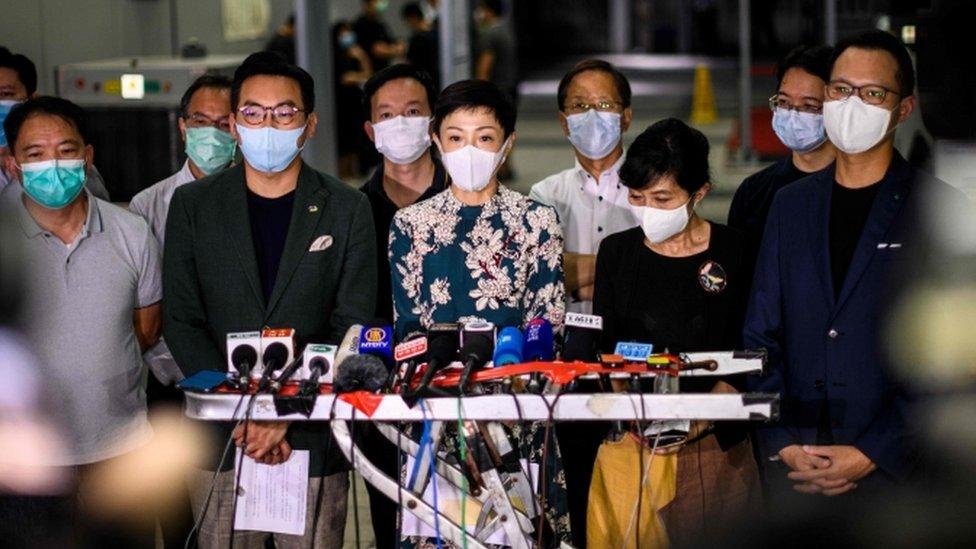 Tanya Chan dan aktivis prodemokrasi lainnya di Hong Kong.