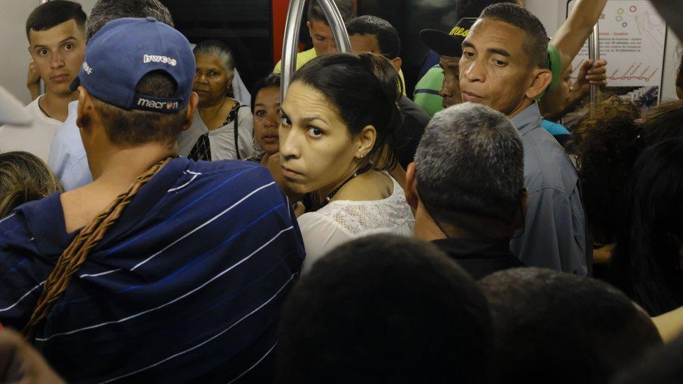 Crisis en Venezuela: cómo se deterioró el metro de Caracas, que fue uno de los s ...