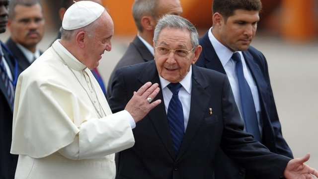 Pope Francis (left) and Raul Castro