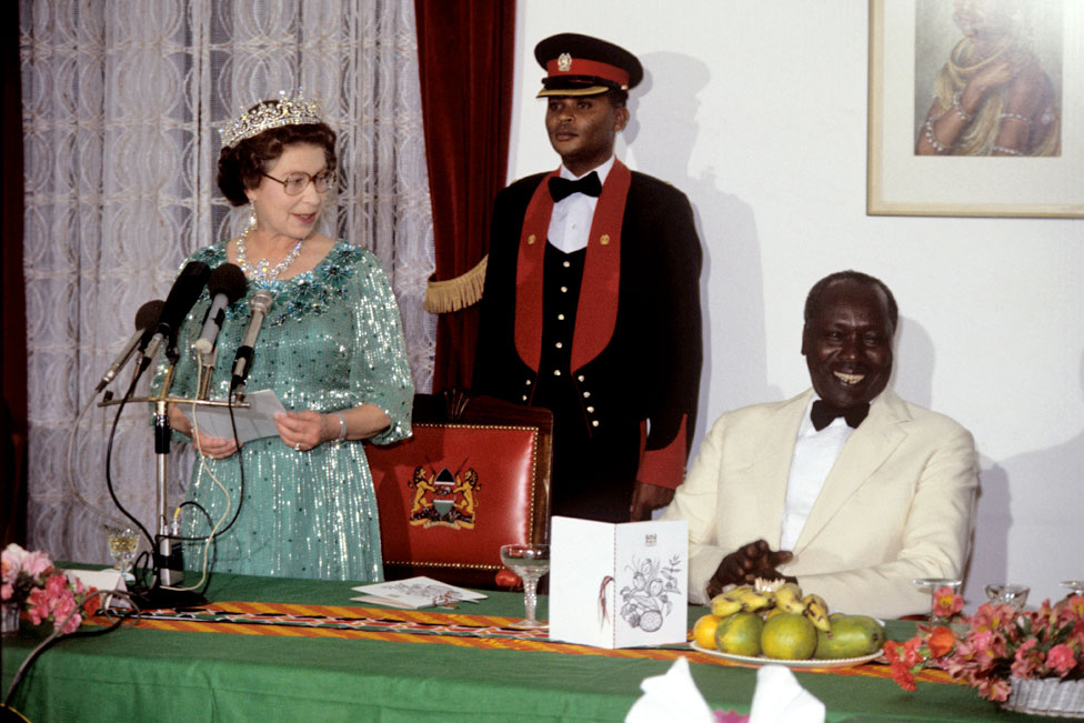 Queen Elizabeth II speaking at a State Banquet alongside President Daniel arap Moi.
