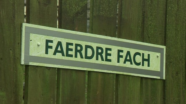 Welsh place-names being translated