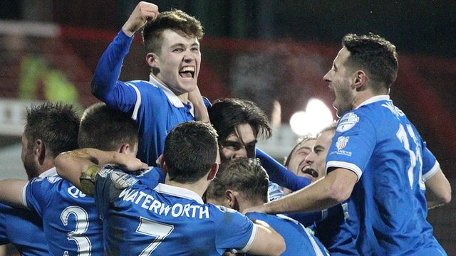 Linfield players celebrate a 2-1 victory over Glentoran at the Oval