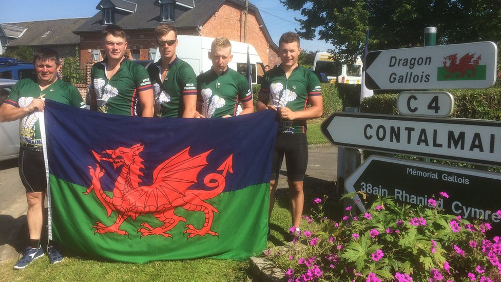 Soldiers from 1st Battalion the Royal Welsh, who cycled from Caernarfon