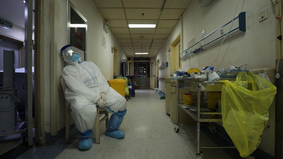 封城之後,在疫情的高壓下,武漢醫療和生活資源緊張,各種問題浮出水面