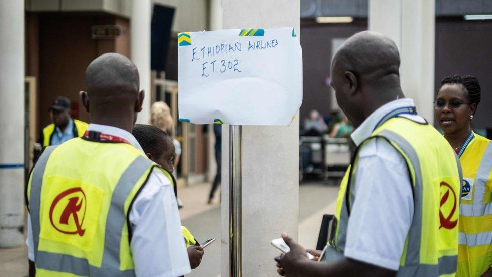En el aeropuerto internacional Jomo Kenyatta, en Nairobi, se instaló un módulo especial para atender a los familiares de los pasajeros.