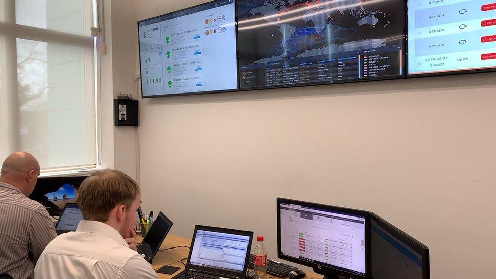 El Centro de Operaciones de Seguridad es donde los analistas se protegen de ataques entrantes.
