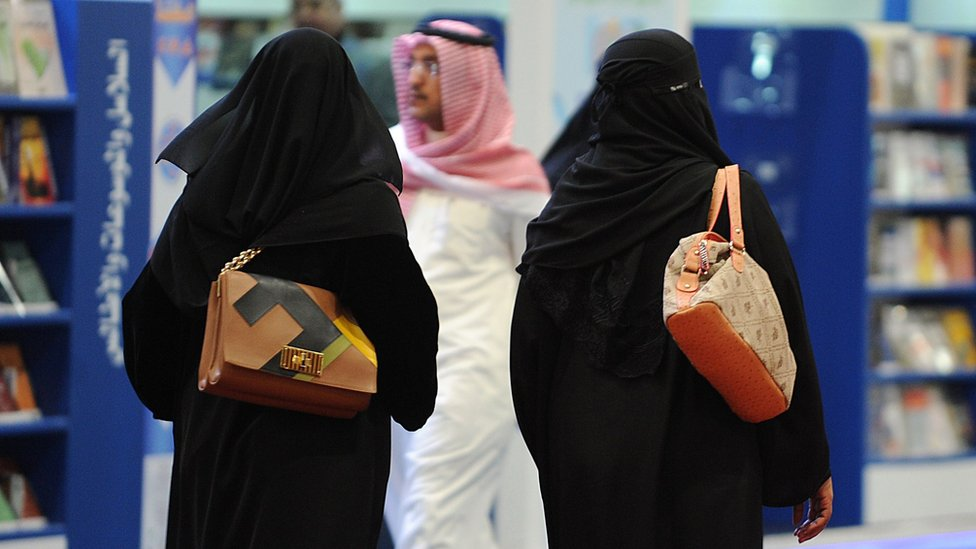 Women and a man at a book fair in Riyadh, Saudi Arabia (4 March 2014)