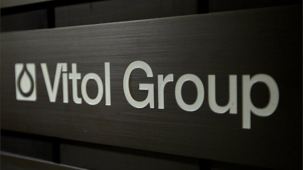 Logo de Vitol en su sede de Ginebra, Suiza.