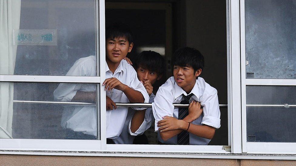 Estudiantes en una clase en Ichihara.