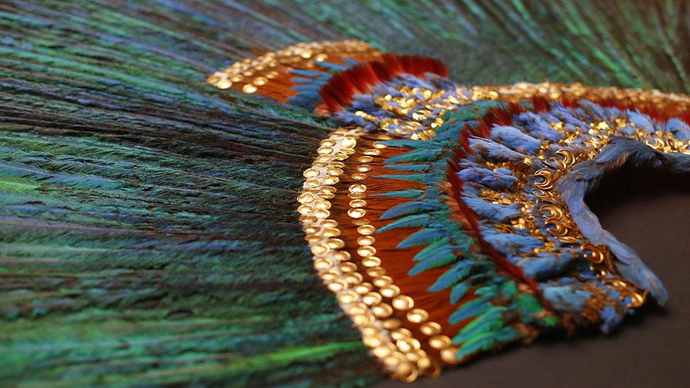 Zelia Nuttall identificó este tocado de plumas de quetzal engarzadas en oro y piedras preciosas que actualmente se encuentra en el Museo de Etnología de Viena, en Austria, como el Penacho de Moctezuma o quetzalapanecáyotl. No obstante, no hay certeza histórica de ello.