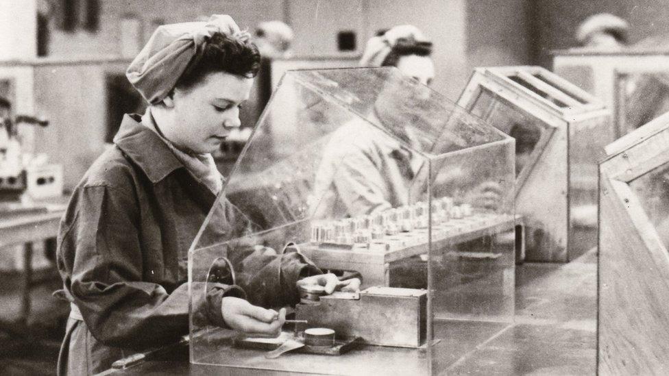 Fábrica na Inglaterra durante a II Guerra Mundial