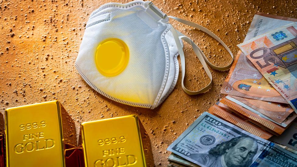 novac i zaštitne maske