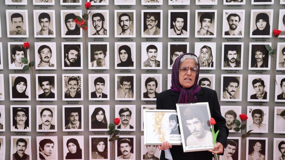 Opositores al régimen iraní manifestaron esta semana en Alemania por las supuestas ejecuciones masivas ocurridas en 1988.