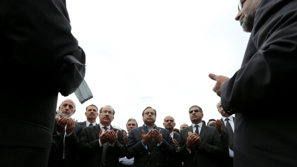 Lawyers pray for their Quetta colleagues in Islamabad, Pakistan, on 9 August 2016