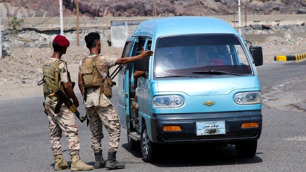 نقطة تفتيش لقوات المجلس الانتقالي قرب عدن