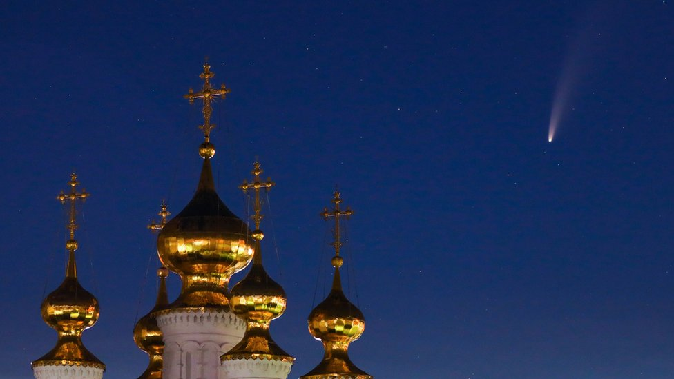 Komet Neowise di atas Ryazan Monastery, Russia
