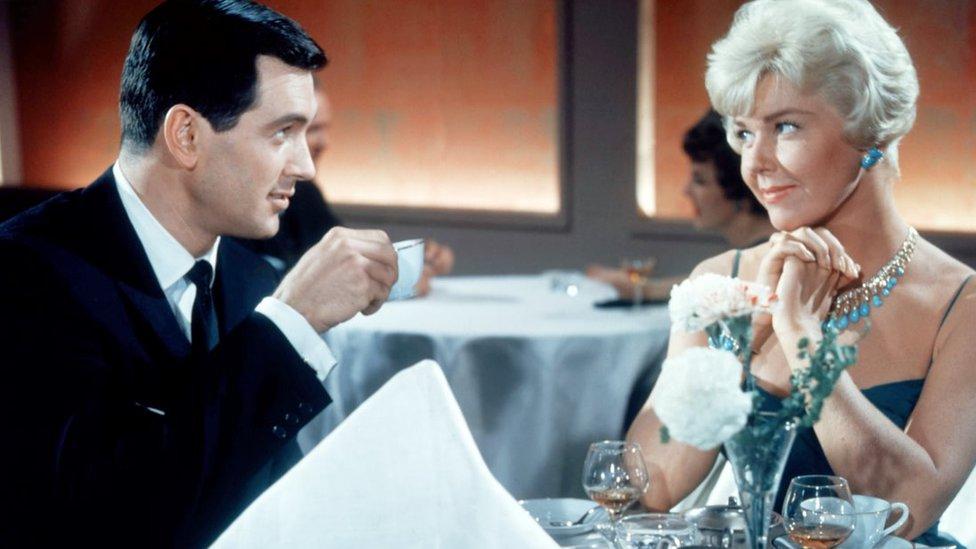 Rok Hadson i Doris Dej u filmu Šaputanje na jastuku