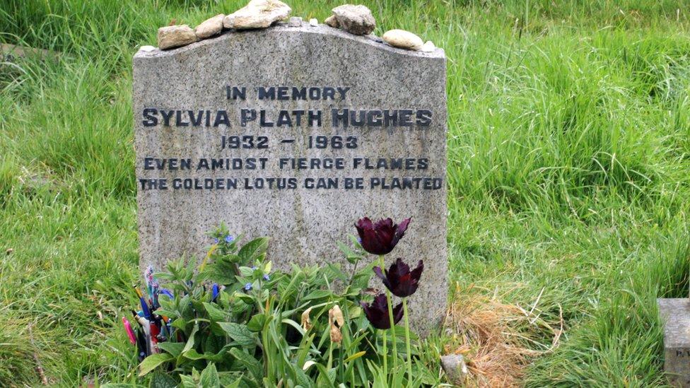 Sylvia Plath'ın İngiltere'deki mezarı