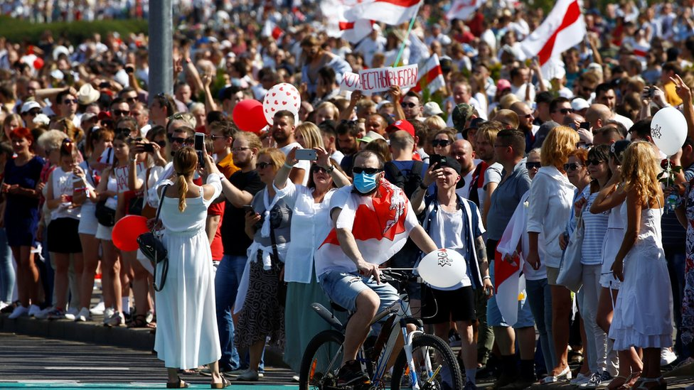 People take part in a protest against the presidential election results demanding the resignation of Belarusian President Alexander Lukashenko and the release of political prisoners, in Minsk, Belarus August 16, 2020