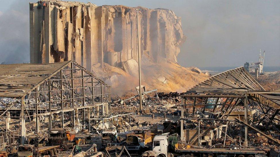 Una panorámica de la devastación que dejó la explosión en el área portuaria, el 5 de agosto.